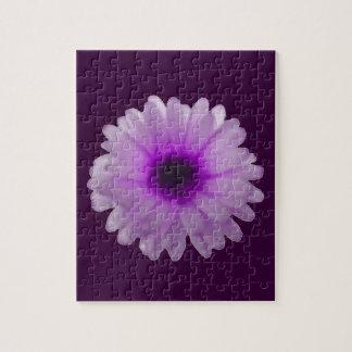 白いおよび紫色のマリーゴールドのパズル ジグソーパズル