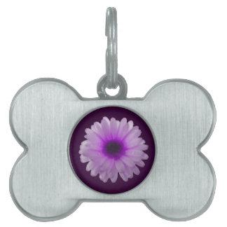 白いおよび紫色のマリーゴールドのペットタグ ペットネームタグ
