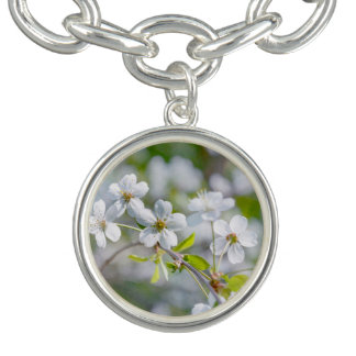 白いさくらんぼの花 チャームブレス