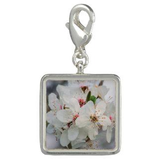 白いさくらんぼの花 チャーム
