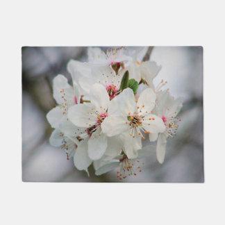 白いさくらんぼの開花 ドアマット