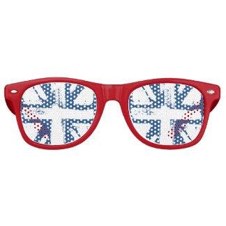 白いイギリスの色彩の鮮やかな旗 レトロサングラス