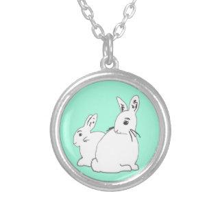 白いウサギの真新しいネックレス シルバープレートネックレス