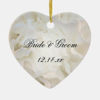 白いカーネーションの花の結婚式 セラミックオーナメント