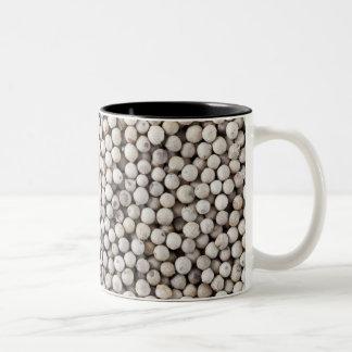白いコショウの実 ツートーンマグカップ