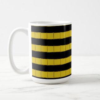 白いコーヒー・マグの黒くおよび黄色の正方形 コーヒーマグカップ