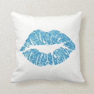 白いサファイアの青いグリッターのキスの唇の化粧 クッション