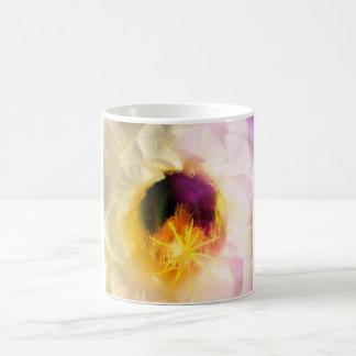白いサボテンの開花のコーヒーカップ コーヒーマグカップ