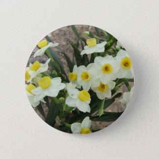 白いスイセンによってはボタンが開花します 5.7CM 丸型バッジ