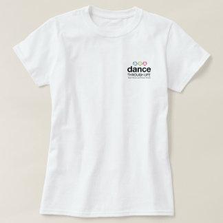 白いタップのTシャツ-攻撃のタップ-カラーサークルの足 Tシャツ