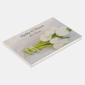 白いチューリップの花束の春の結婚式 ゲストブック