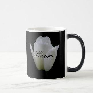 白いチューリップは結婚式のマグに手入れをします マジックマグカップ