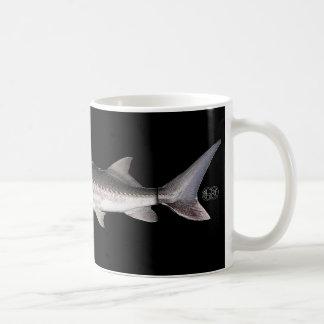 白いチョウザメ- Acipenserのtransmontanus コーヒーマグカップ