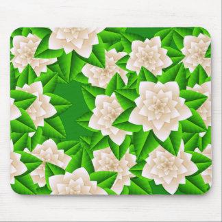 白いツバキおよび緑の葉 マウスパッド