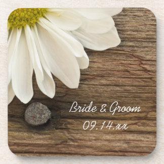 白いデイジーおよび納屋の木製の国の結婚式 コースター