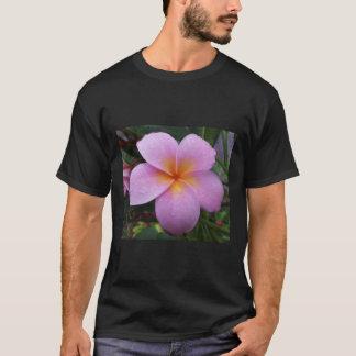 白いハワイのプルメリアの花 Tシャツ