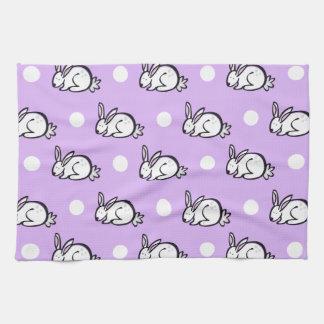 白いバニーウサギ; ラベンダーの紫色及び水玉模様 キッチンタオル