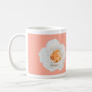 白いバラのモモのマグ コーヒーマグカップ