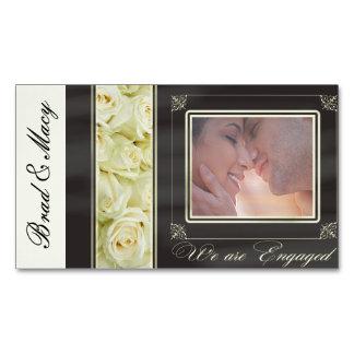 白いバラの写真の婚約の発表 マグネット名刺
