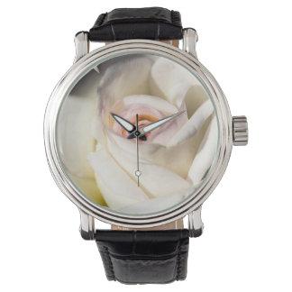 白いバラの腕時計 腕時計