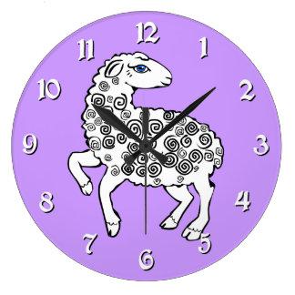 白いヒツジの民芸の子ヒツジの螺線形のカール ラージ壁時計