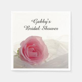 白いブライダルシャワーのピンクのバラ スタンダードカクテルナプキン