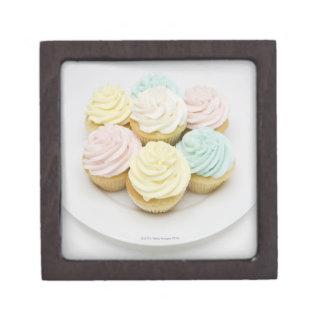 白いプレートのカップケーキ ギフトボックス