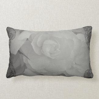 白いベゴニアの枕 ランバークッション