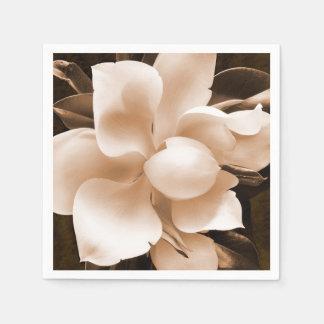 白いマグノリアの花のセピア色の黒の背景 スタンダードカクテルナプキン