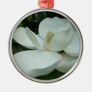 白いマグノリアの開花の大きい花びら メタルオーナメント