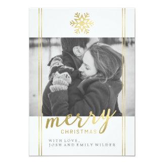 白いモダンなクリスマスの雪片|および金ゴールド カード