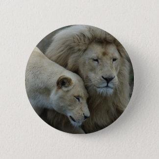 白いライオン 5.7CM 丸型バッジ