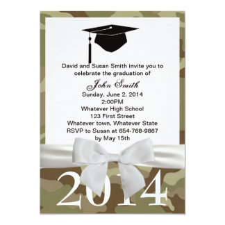 白いリボンおよびカムフラージュの卒業の招待状 カード