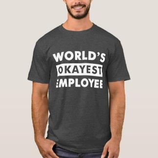 白い世界のOkayestの従業員の名前入りなワイシャツ Tシャツ