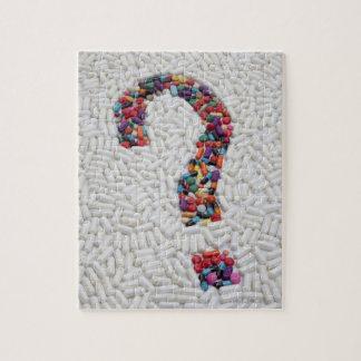 白い丸薬背景の丸薬の疑門符 ジグソーパズル