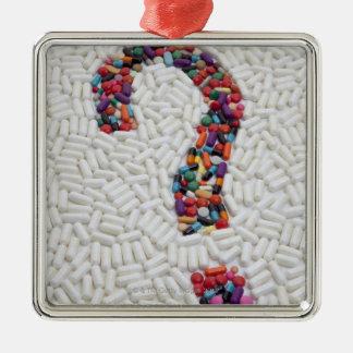 白い丸薬背景の丸薬の疑門符 メタルオーナメント
