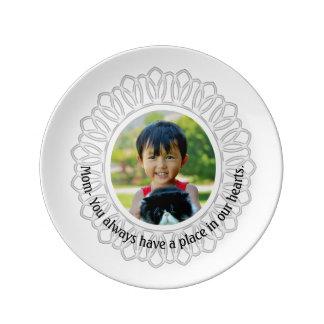 白い円形フレームの写真のネックレス、お母さんの銘刻文字 磁器プレート