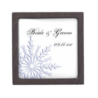 白い冬の結婚式の青い雪片 ギフトボックス
