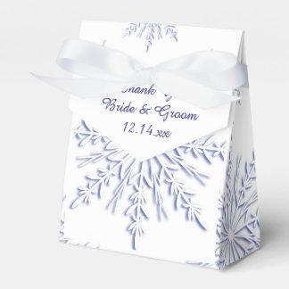 白い冬の結婚式の青い雪片 フェイバーボックス