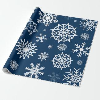 白い冬の雪片の濃紺のホワイトクリスマス ラッピングペーパー