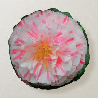 白い及びピンクのカーネーションの花のクローズアップ ラウンドクッション