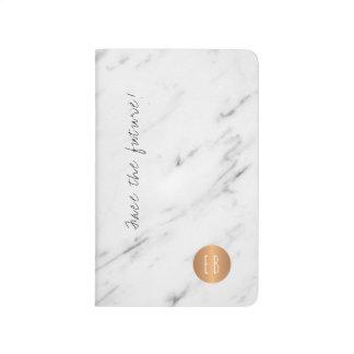 白い大理石のモノグラムのな銅の円の引用文 ポケットジャーナル