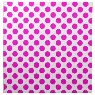 白い布のナプキンのショッキングピンクの水玉模様 ナプキンクロス