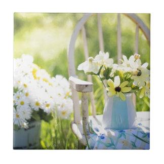 白い庭の花 タイル