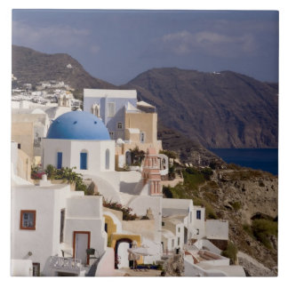 白い建物が付いているOiaの美しい村 タイル