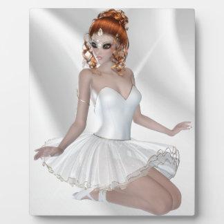 白い服の赤い毛のバレリーナの女の子 フォトプラーク