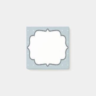 白い水玉模様との淡いブルーの組み立てられたテキスト・ボックス ポストイット