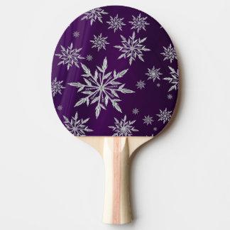 白い氷晶が付いている紫色のクリスマスの星 卓球ラケット