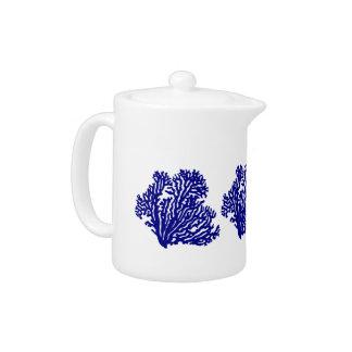 白い沿岸装飾の珊瑚の濃紺