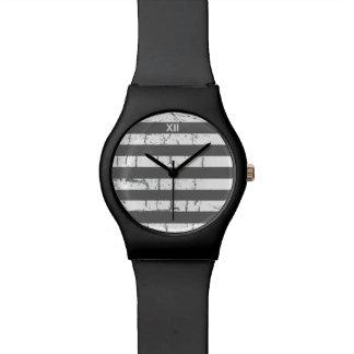 白い灰色のストライブ柄 腕時計